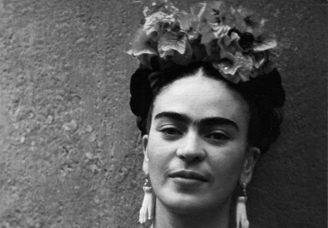 frida khalo Mexican artist frida kahlo began painting in 1926, while recovering from a near-fatal bus accident, and soon became captivated by the medium's expressive possibilities kahlo's folkloric.
