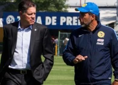 Peláez y Matosas conversan.