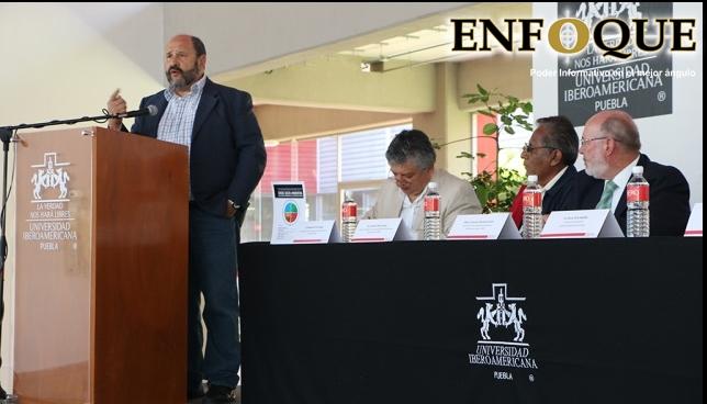 Ibero Puebla expone foro en crisis ambiental en Puebla.